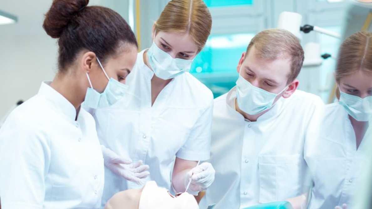 Londra: medicii dentiști vor fi redirecționați către munca în spitale